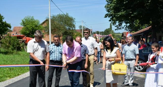 Župan Damir Bajs otvorio novo obnovljenu prometnicu Donja Petrička – Samarica