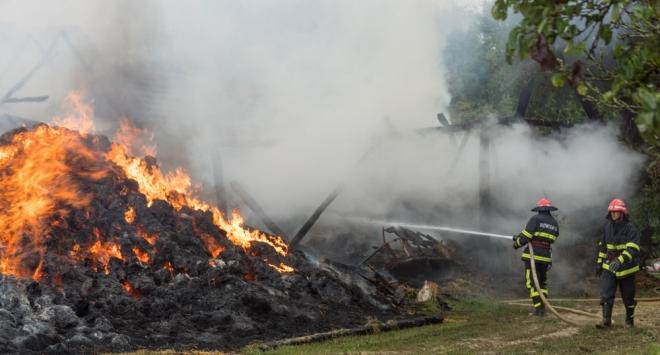 POGLEDAJTE FOTOGRAFIJE: Grom zapalio štagalj, šteta velika