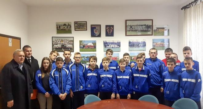 Škola nogometa »Čazma« dobila 15 tisuća kuna od PBZ-a
