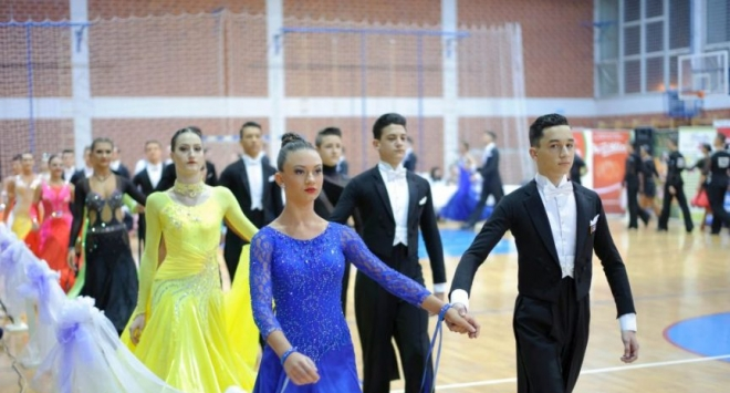 U dvorani srednjoškolskog centra održano natjecanje u plesu