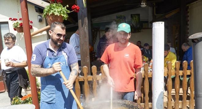 Proslava Međunarodnog praznika rada u pivnici »Radionica« u Narti