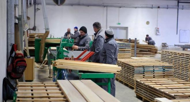 Zbog prebučnog rada ugrožena radna mjesta i budućnost bjelovarske tvornice laminata
