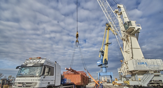 Teret od 70 tona iz vukovarske luke krenuo prema Grubišnom Polju