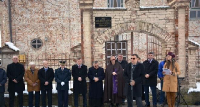 Župan Damir Bajs na komemoraciji palim braniteljima u Komletincima