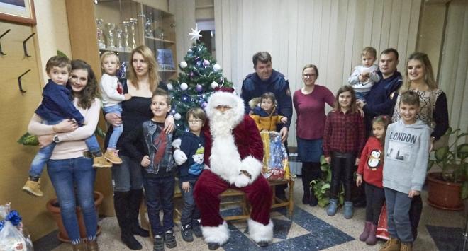Djed Mraz posjetio vatrogasce