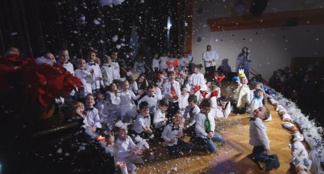 Božićna priredba dječjeg vrtića Osmijeh u Domu kulture