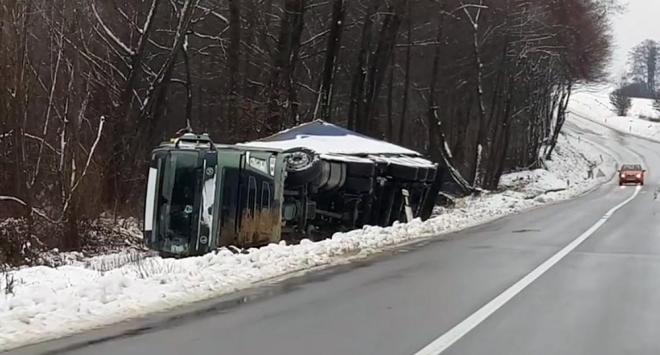 Rumunjski kamion sletio s puta u Stupovači