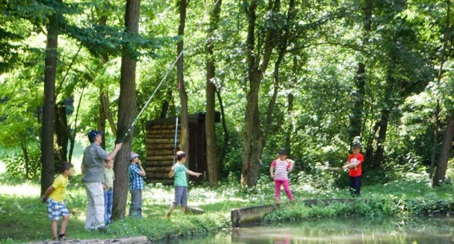 Osnovnoškolci uživali u pecanju na ribnjaku u Velikom Korenovu