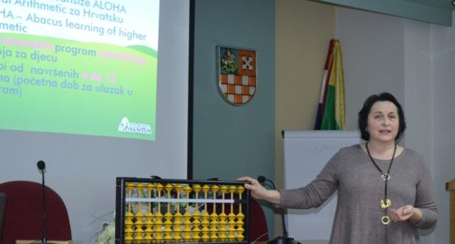 Predavanje o mentalnoj aritmetici u velikoj vijećnici Bjelovarsko-bilogorske županije