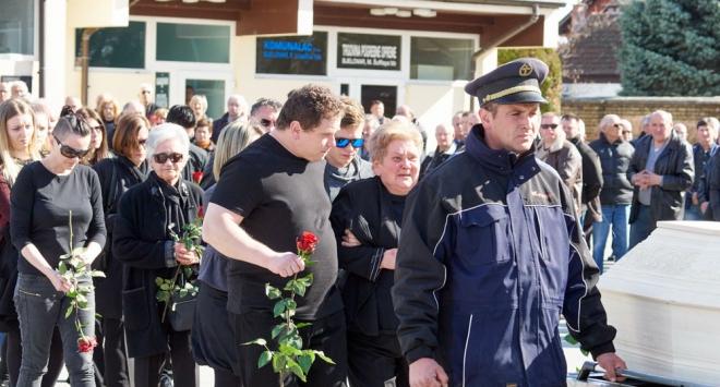 Obitelj i brojni Bjelovarčani ispratili Albina Vidovića na posljednji počinak
