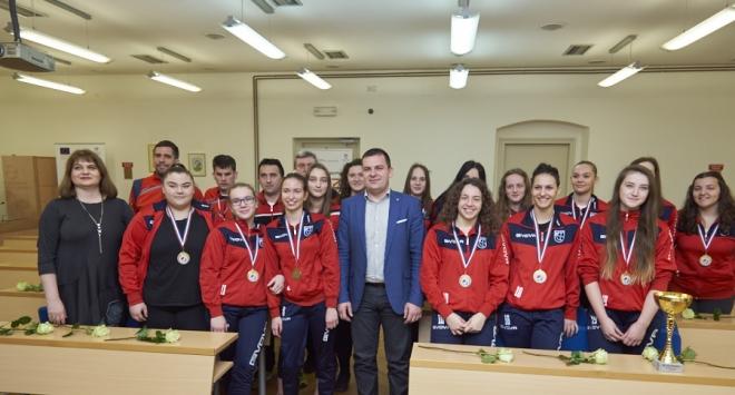 Dario Hrebak čestitao rukometnim kadetkinjama na naslovu