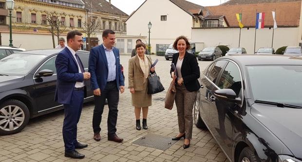 Ministrica kulture s gradonačelnikom Hrebakom i ravnateljima