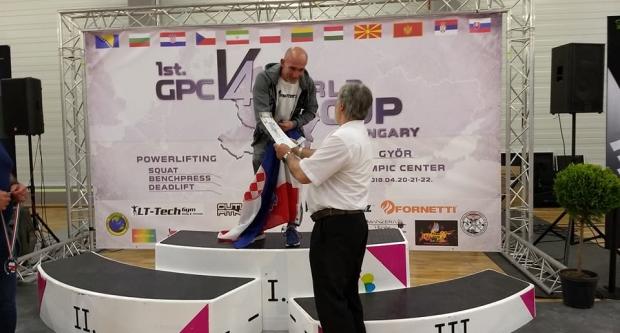 Još jedno zlato i svjetski rekord za garešničkog snagatora