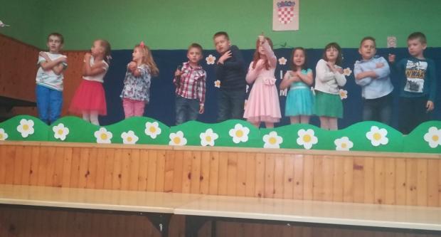 U Područnoj školi Šandrovac obilježen Majčin dan
