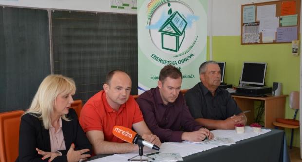 Bojana Hribljan na konferenciji o obnovi škole u Međurači