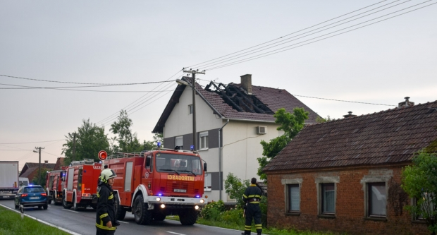Udar munje zapalio kuću u Grubišnom Polju