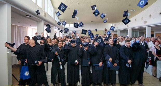 Diplome za osamdeset četvoro prvostupnika