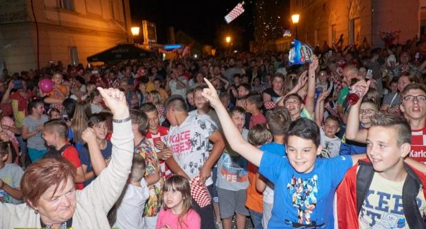 BJELOVARSKI NAVIJAČI U AKCIJI: Kako je pobjeda Hrvatske protiv Nigerije viđena u Bjelovaru
