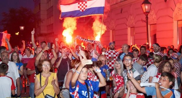 BJELOVARSKI NAVIJAČI U AKCIJI: U centru proslavili pobjedu nad nogometnom velesilom
