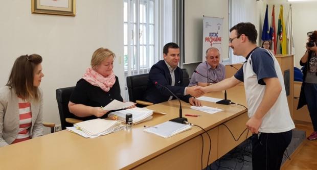 Gradonačelnik Hrebak potpisao ugovore s 23 zaposlena